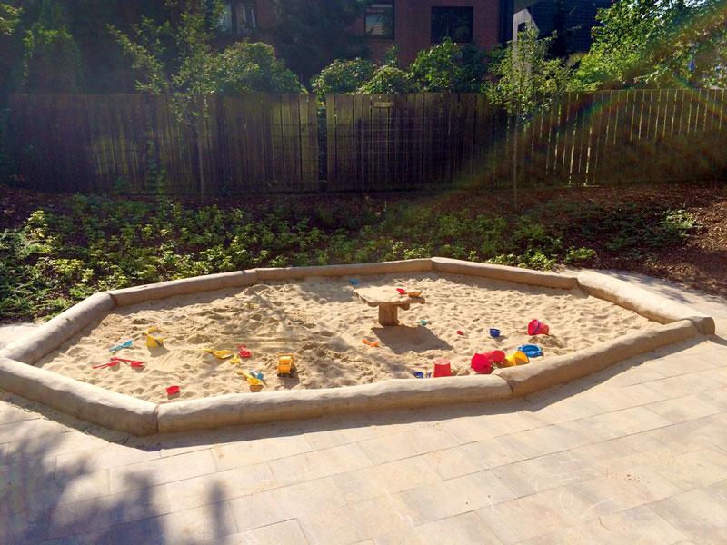 spielhaus mit rutsche sandspielbereich besendahl naturnahe spielger te. Black Bedroom Furniture Sets. Home Design Ideas